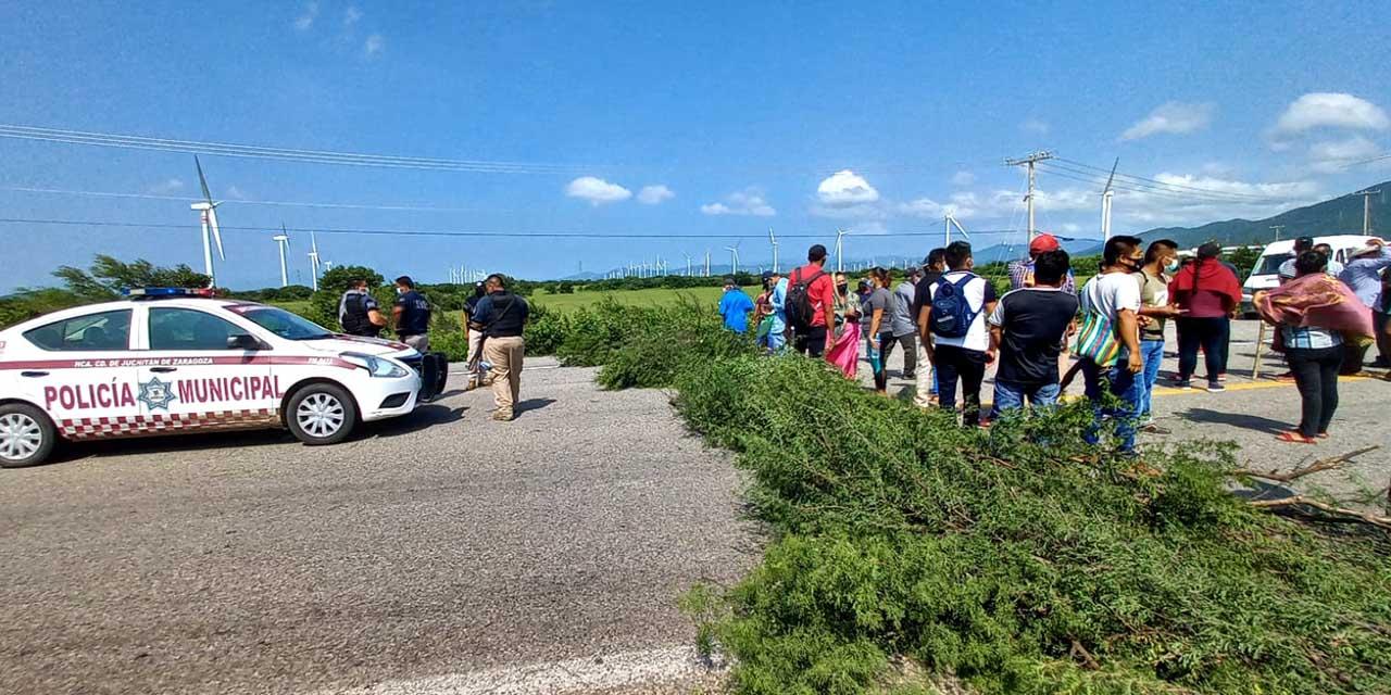 Habitantes de San Miguel Chimalapa bloquean carretera para exigir participaciones | El Imparcial de Oaxaca