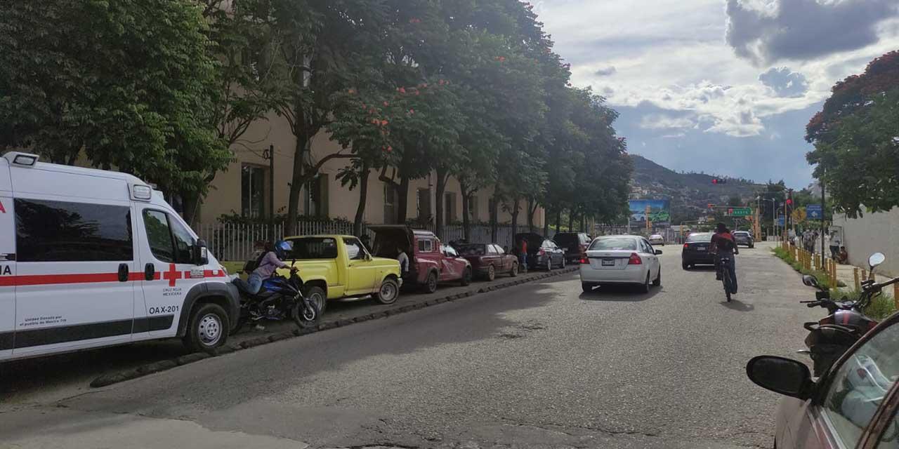 Falta espacio para ambulancias en el Hospital Civil   El Imparcial de Oaxaca