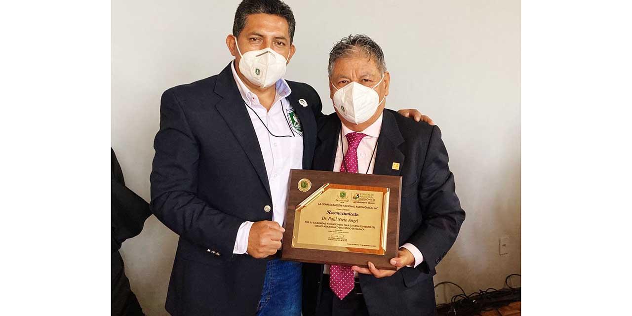 Enaltecen trabajo de agricultor y docente Mixtecos   El Imparcial de Oaxaca