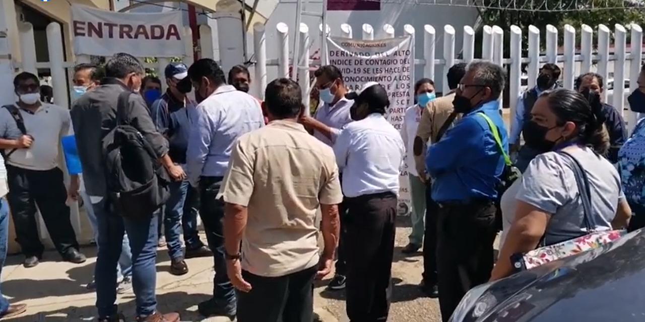 Protestan transportistas en oficinas de SCT | El Imparcial de Oaxaca