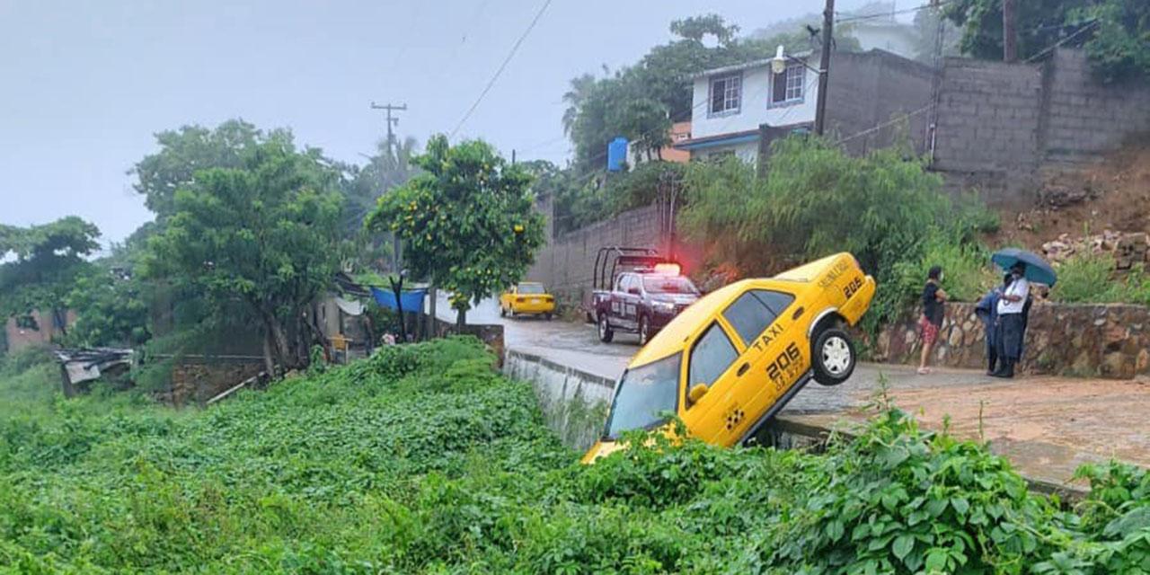 Taxi se iba ir al barranco en Salina Cruz   El Imparcial de Oaxaca