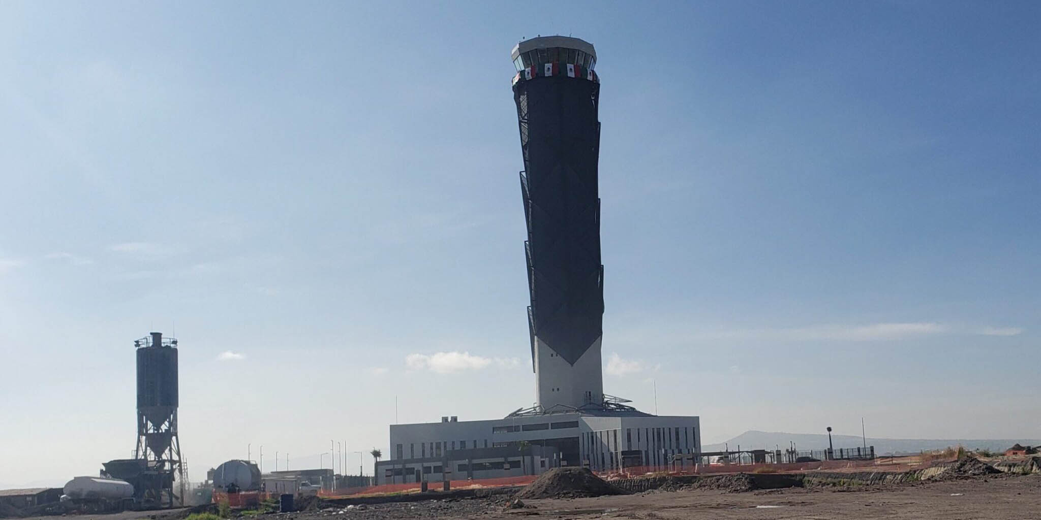 Niegan que la Torre de Control del aeropuerto Felipe Ángeles esté inclinada | El Imparcial de Oaxaca