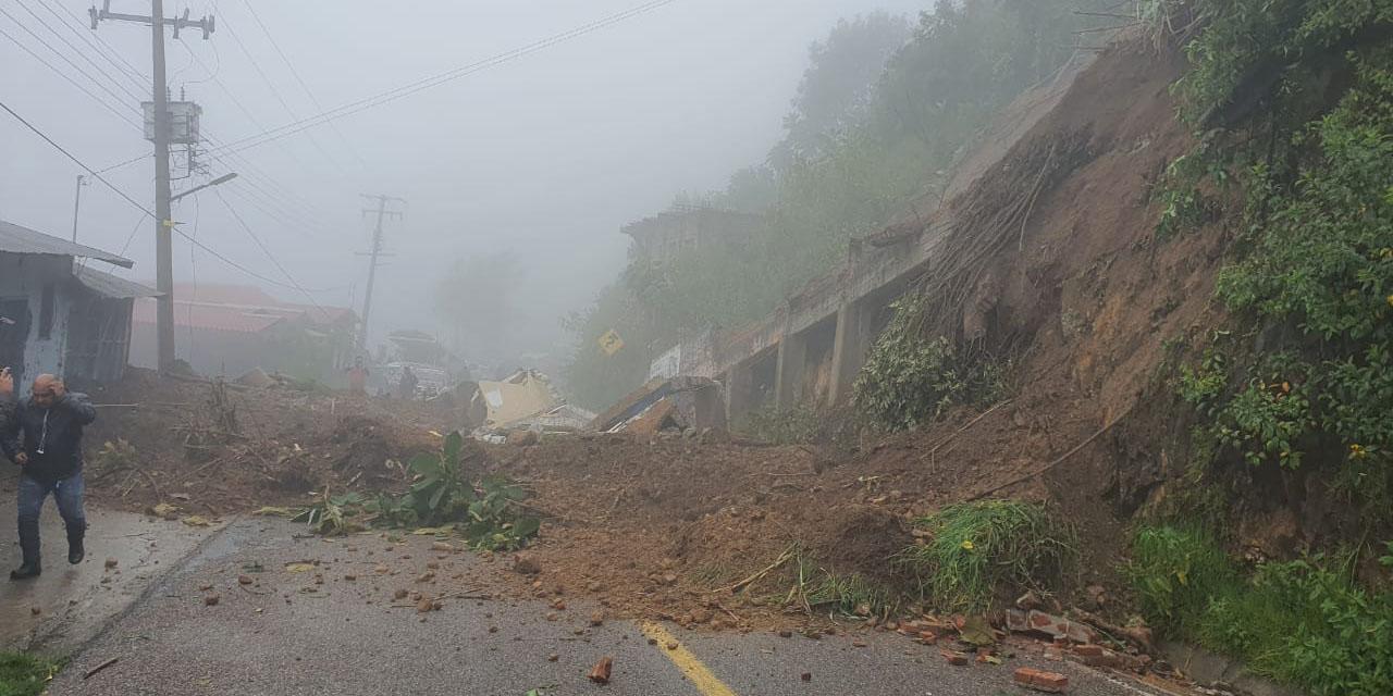 Derrumbe sobre la carretera federal 175 | El Imparcial de Oaxaca