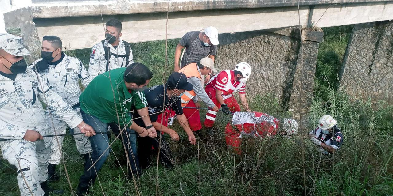 Tragedia en Miahuatlán; se despeñan en una patrulla | El Imparcial de Oaxaca