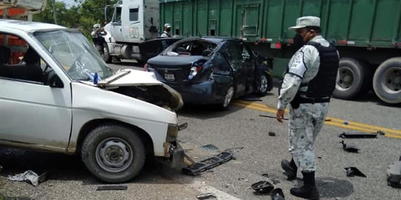 Aparatoso accidente cerca de Río Ostuta deja 3 heridos   El Imparcial de Oaxaca