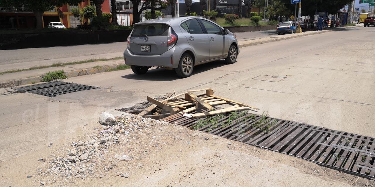 Peligro constante en la lateral del Periférico para automovilistas   El Imparcial de Oaxaca