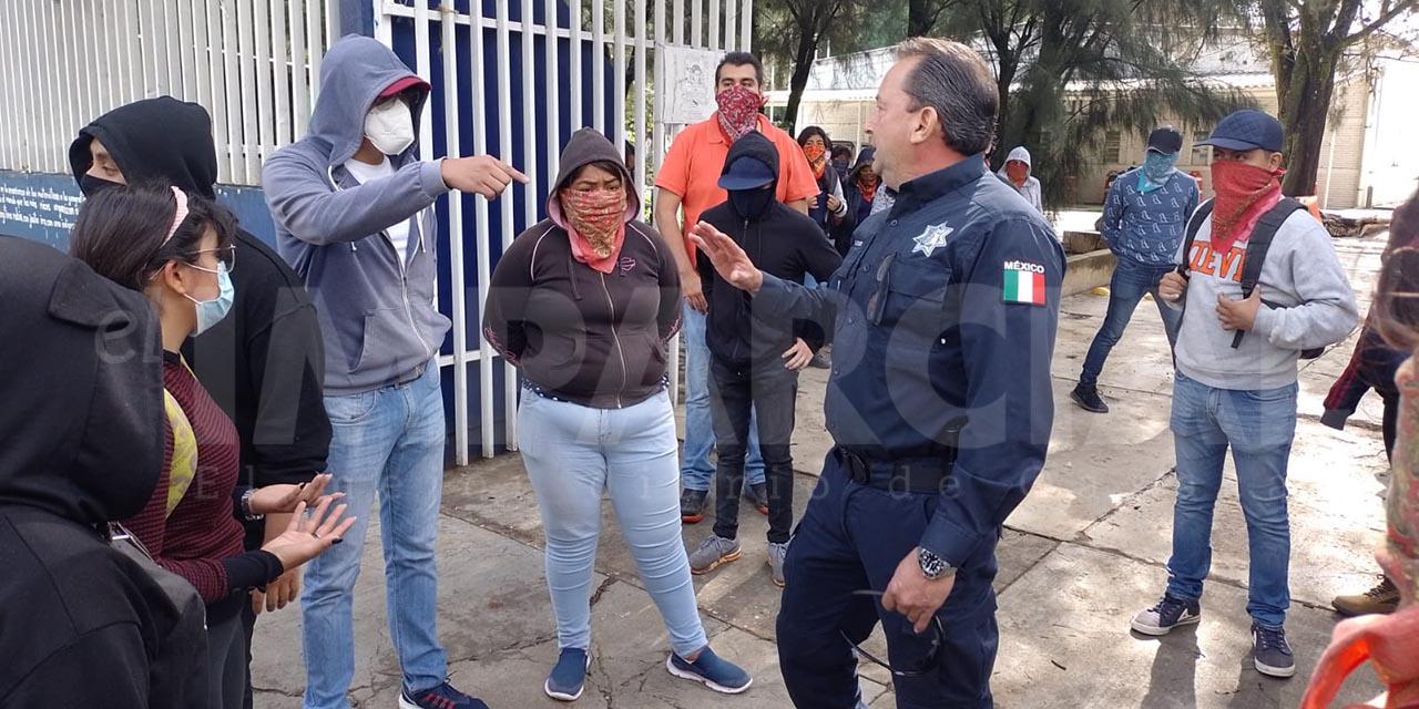 Policías frenan vandalismo de normalistas en Oaxaca de Juárez   El Imparcial de Oaxaca