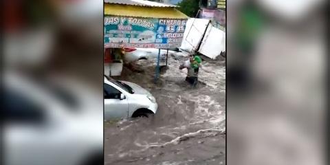 Graban el momento del rescate de un bebé de inundación en  Ecatepec   El Imparcial de Oaxaca