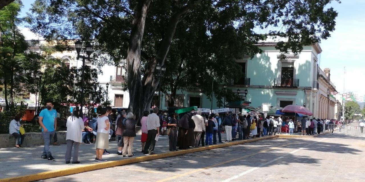 Vuelven largas filas en Telégrafos Nacionales de Oaxaca | El Imparcial de Oaxaca