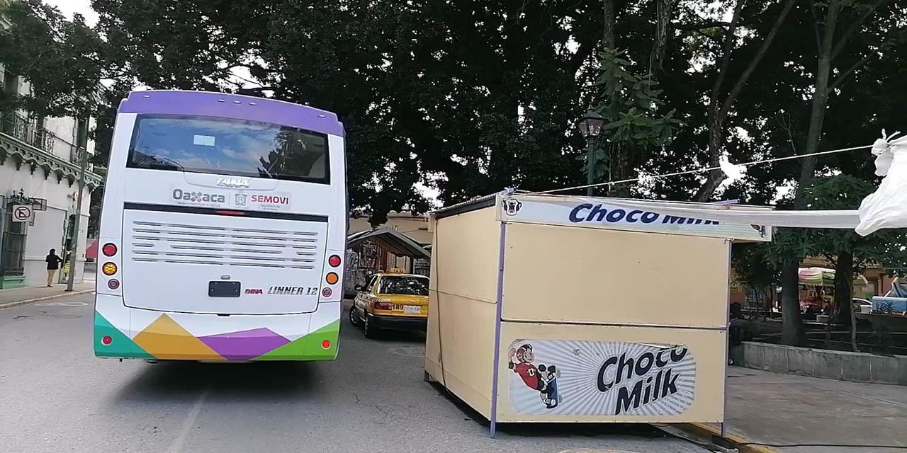 Baches, autos estacionados y bloqueo, la experiencia en el Citybus