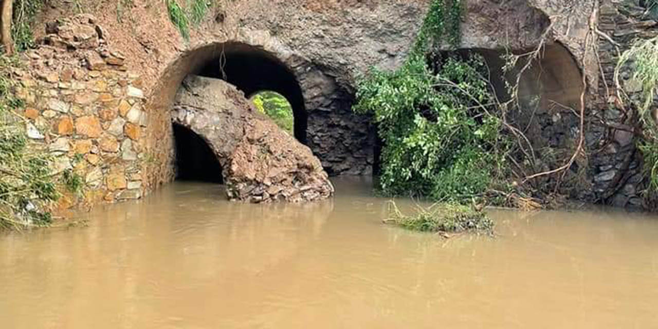 Reportan daños en el Puente de Mazahua en la Carretera Transístmica