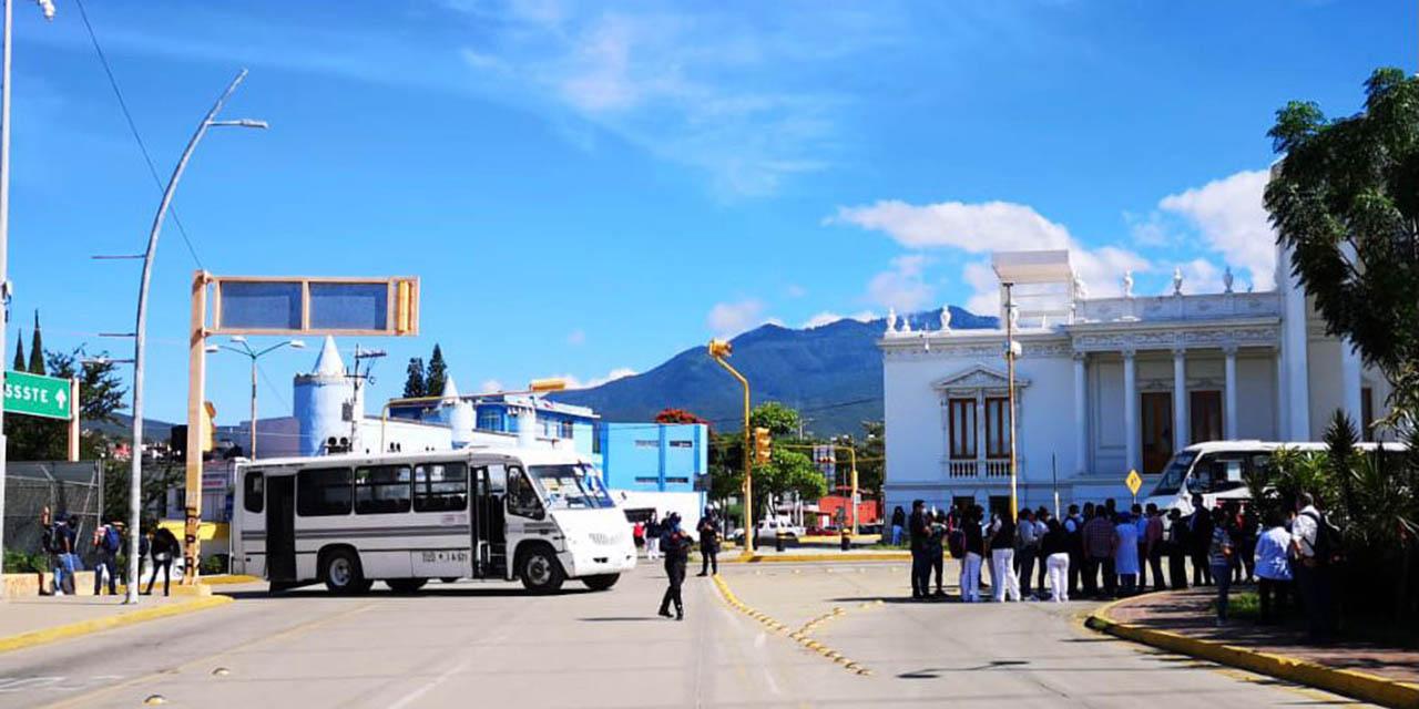 Inician bloqueo sindicalizados de salud | El Imparcial de Oaxaca
