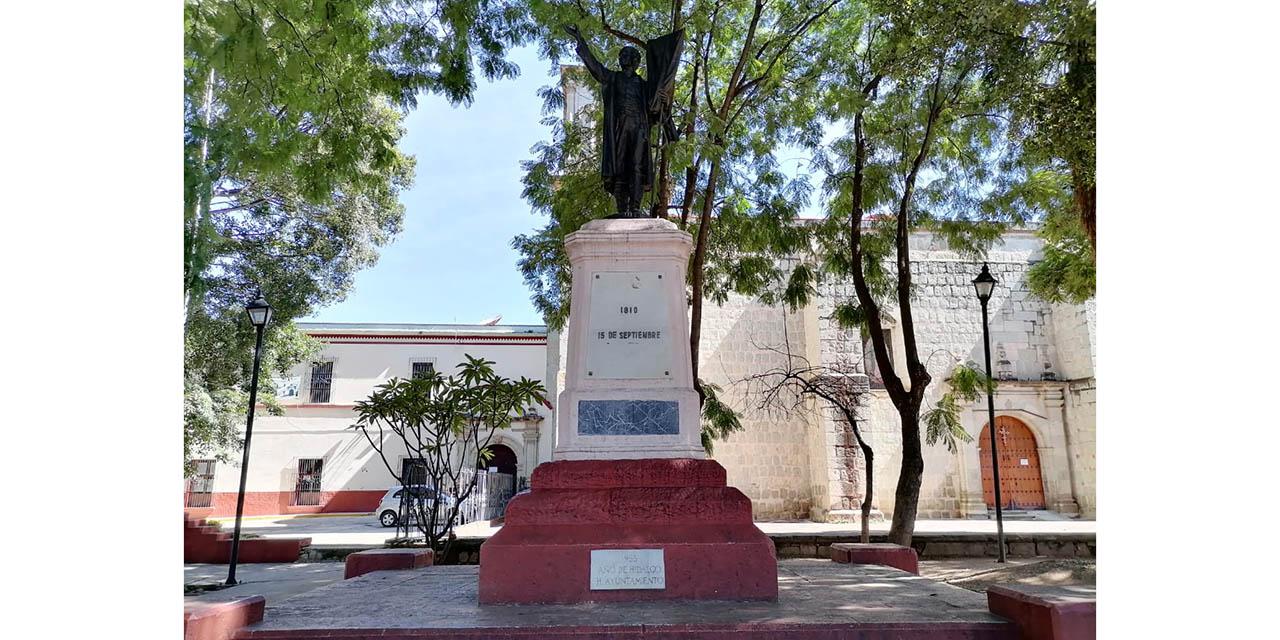 En el olvido, estatua al cura Miguel Hidalgo en Oaxaca