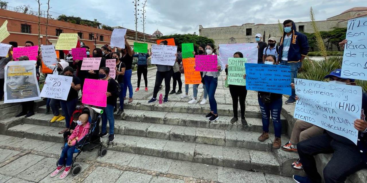 Protestan en la explanada de Santo Domingo; exigen atención en el Hospital de la Niñez | El Imparcial de Oaxaca