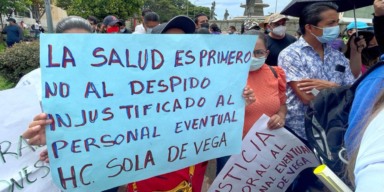 Piden trabajadores eventuales ser absorbidos por el INSABI | El Imparcial de Oaxaca