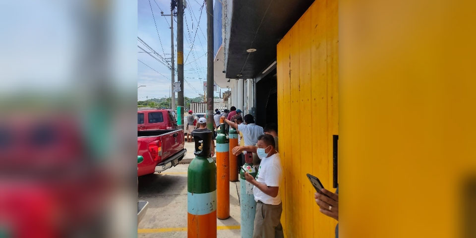 Largas filas para adquirir oxígeno en Salina Cruz | El Imparcial de Oaxaca