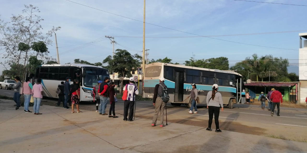Habitantes de Zaachila bloquean el crucero de la Y | El Imparcial de Oaxaca