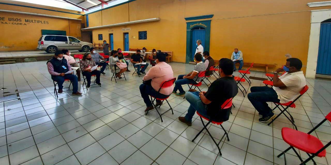 Comprometen a constructora a atender a vecinos de Rancho Valle del Lago | El Imparcial de Oaxaca