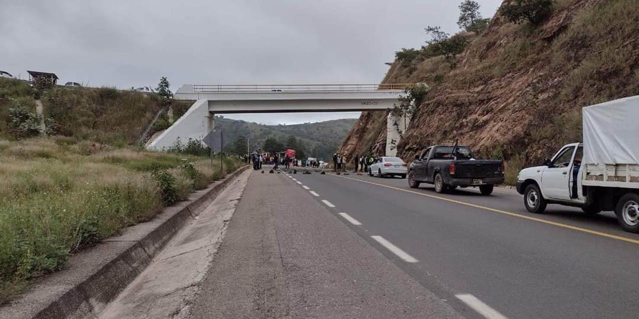 Comuneros de San Jerónimo Sosola bloquean la autopista Cuacnopalan-Oaxaca | El Imparcial de Oaxaca