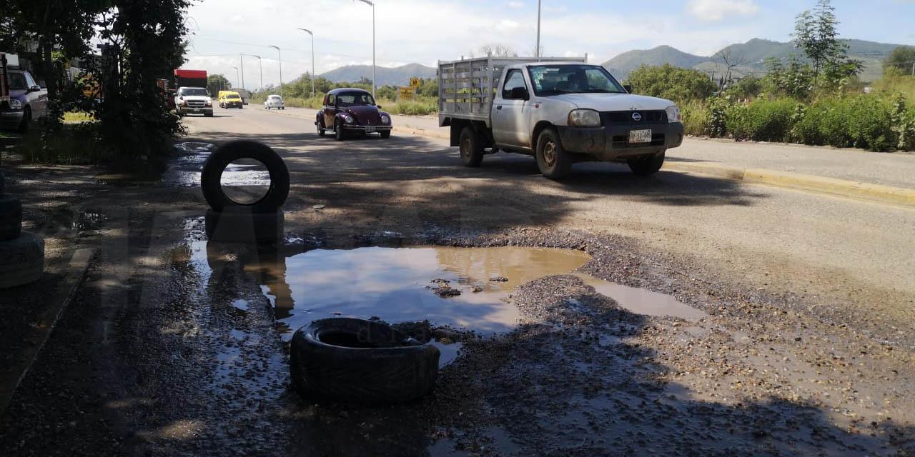 Inundada de baches la avenida Riberas del Río Atoyac   El Imparcial de Oaxaca