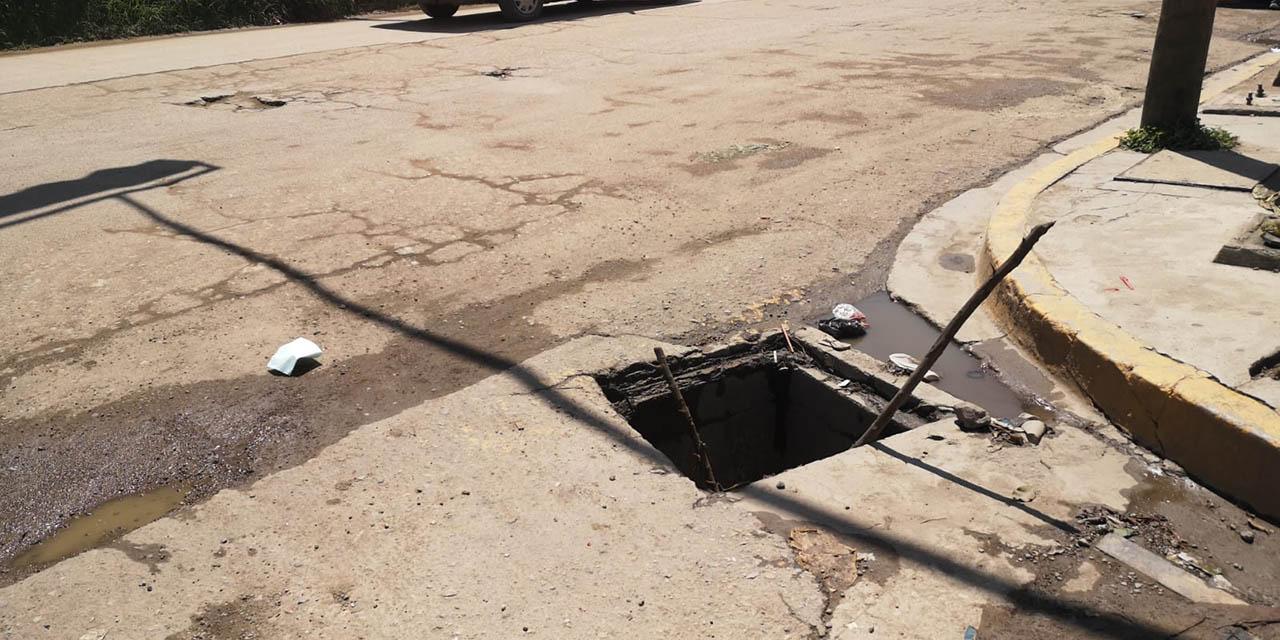 Registros abiertos, un riesgo para peatones y automovilistas en Oaxaca