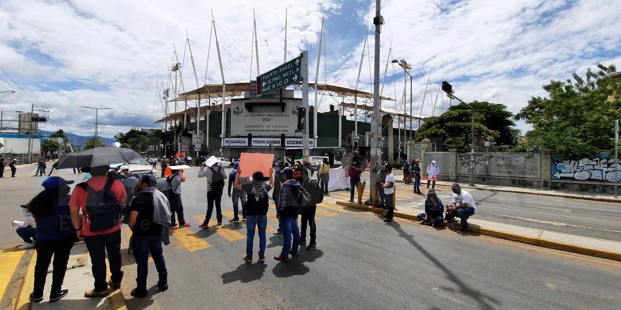 """Sol Rojo"" bloquea crucero del estadio de béisbol Eduardo Vasconcelos"