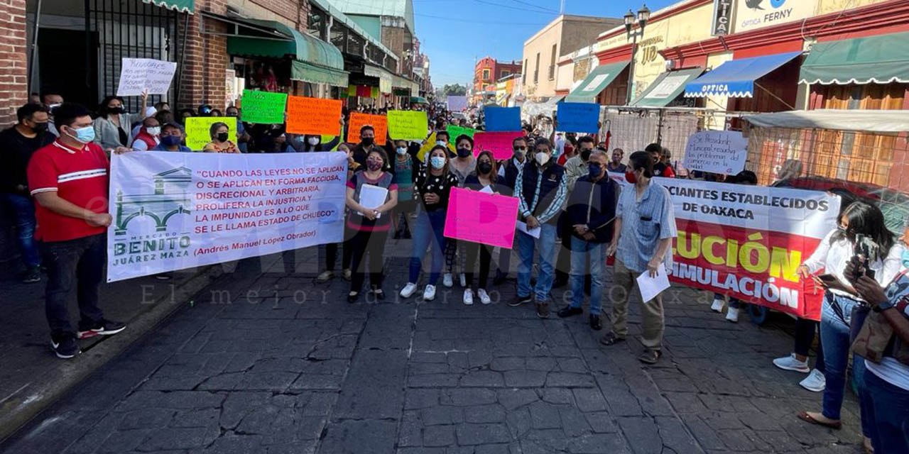 Comerciantes establecidos y locatarios de mercados exigen a edil liberar calles del ambulantaje   El Imparcial de Oaxaca