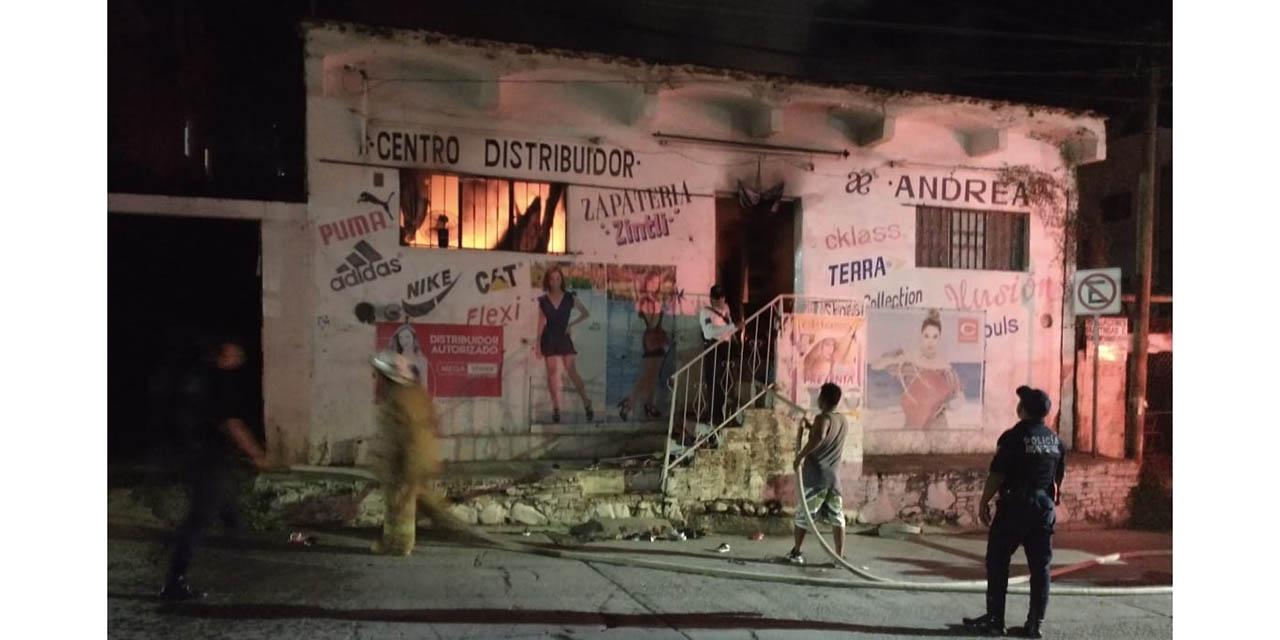 Se incendia negocio en el centro de Pochutla