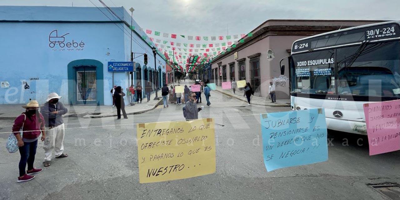 Sindicatos del ayuntamiento capitalino exigen a edil pago de adeudo de prestaciones | El Imparcial de Oaxaca