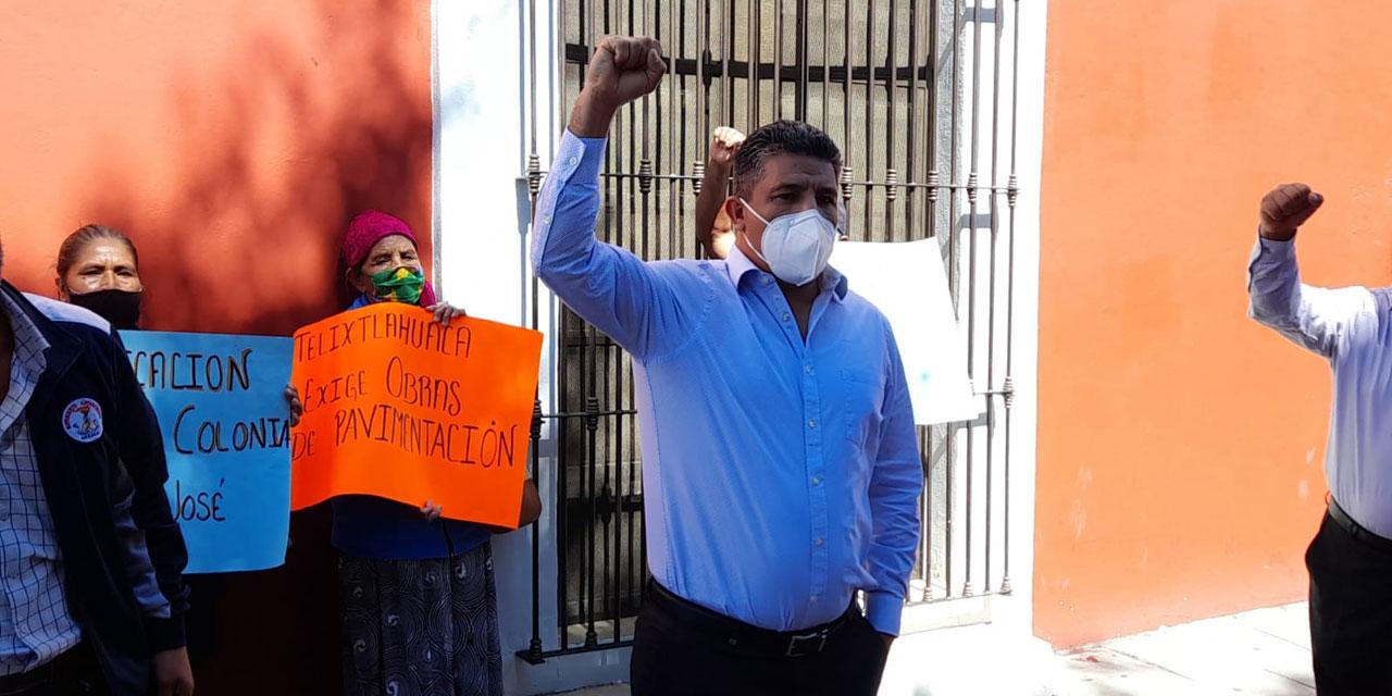 Bloquean integrantes de Antorcha Campesina la calle Pino Suárez   El Imparcial de Oaxaca
