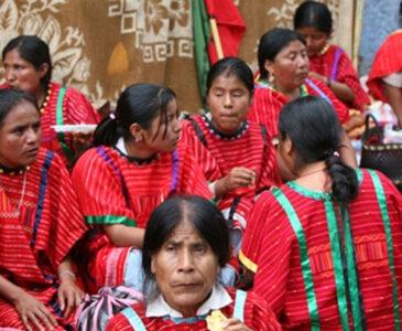 Mantendrán Triquis plantón en el Zócalo de Oaxaca