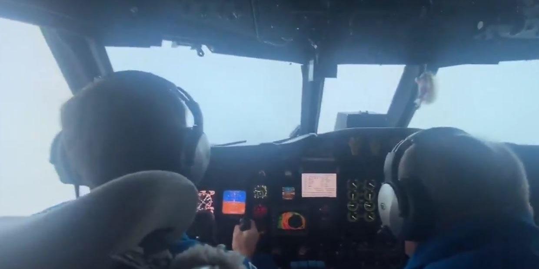 Graban el momento exacto en el que avión atraviesa el huracán 'Ida'   El Imparcial de Oaxaca