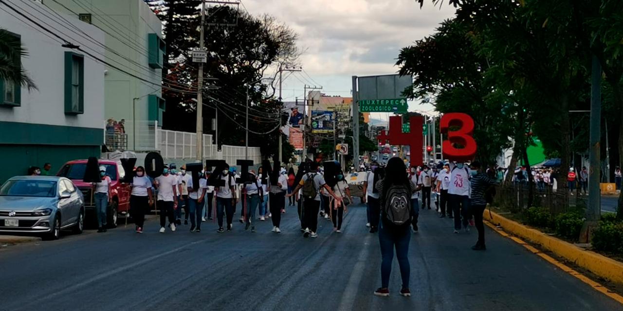 Marchan normalistas exigiendo justicia por los 7 años de Ayotzinapa | El Imparcial de Oaxaca