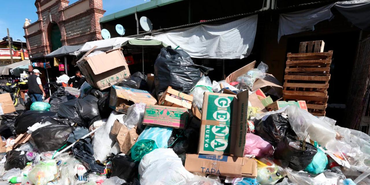 Cierran calle de Aldama por acumulamiento de basura | El Imparcial de Oaxaca