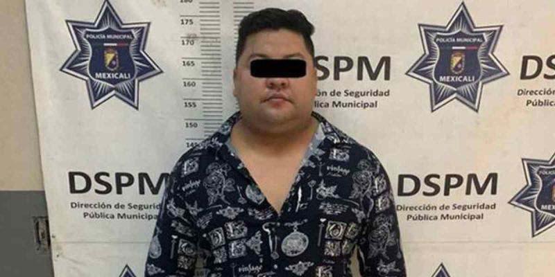 Lo detienen por embestir a una botarga; mujer salió lesionada tras la agresión   El Imparcial de Oaxaca