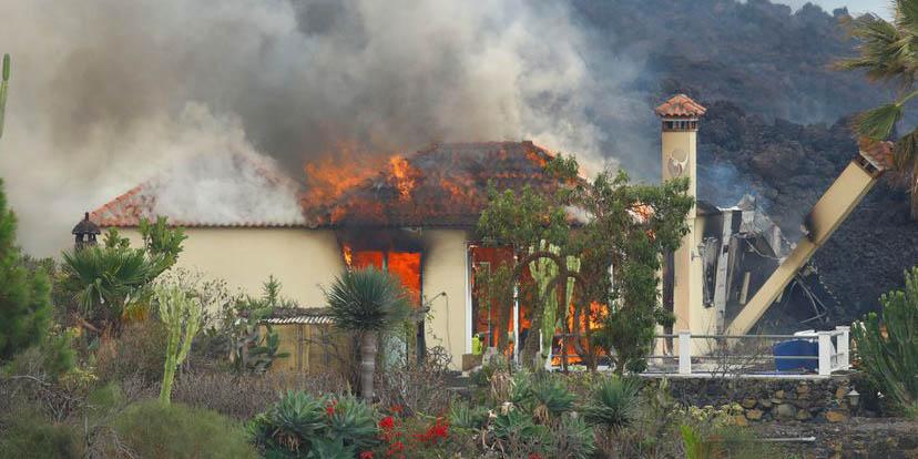 Erupción en La Palma: captan momento del derrumbe de una casa al paso de la lava | El Imparcial de Oaxaca