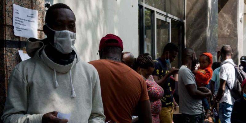 Haitianos hacen entrega de documentación a Migración y Comar en Chiapas | El Imparcial de Oaxaca