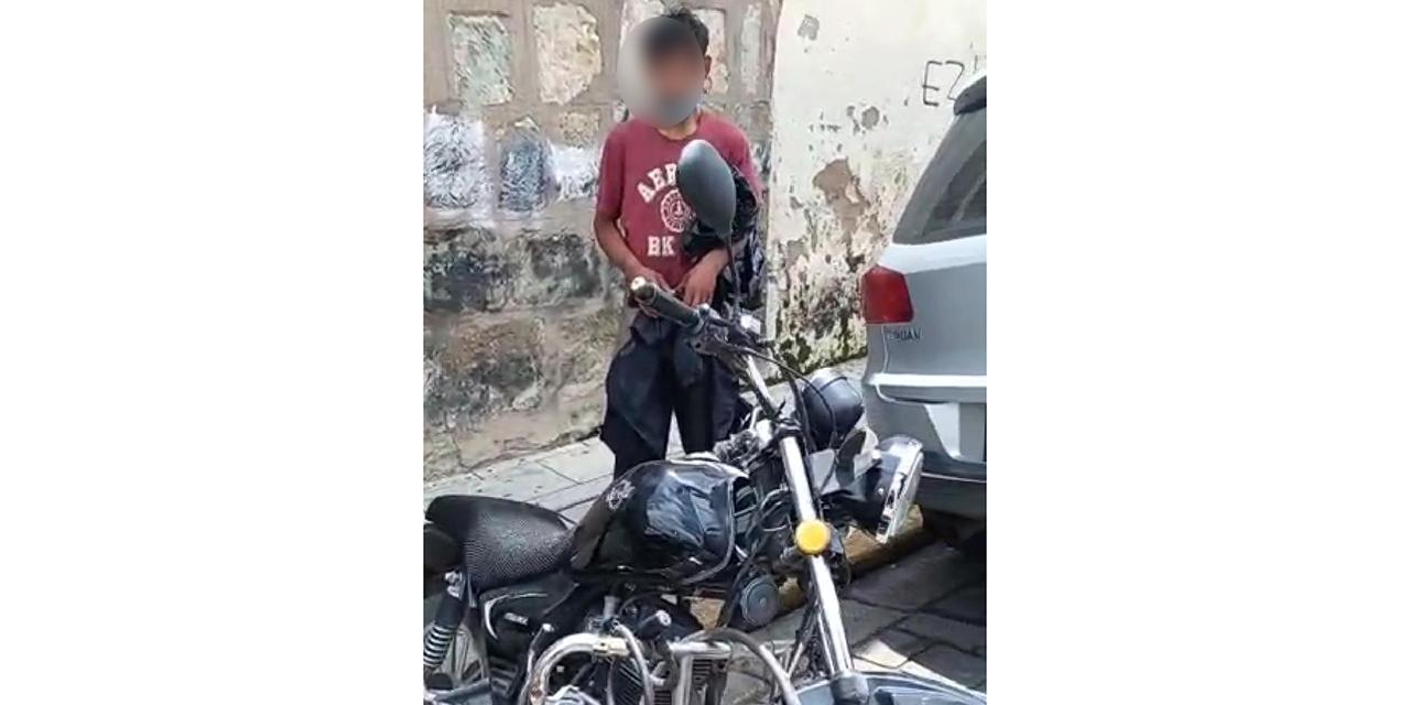 Lo cachan robando piezas de una moto en Oaxaca   El Imparcial de Oaxaca