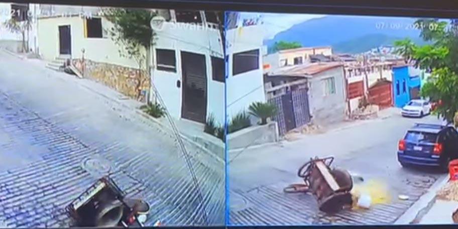 Elotero cae, se quema y pierde su mercancía; vecinos cooperan para ayudarlo | El Imparcial de Oaxaca