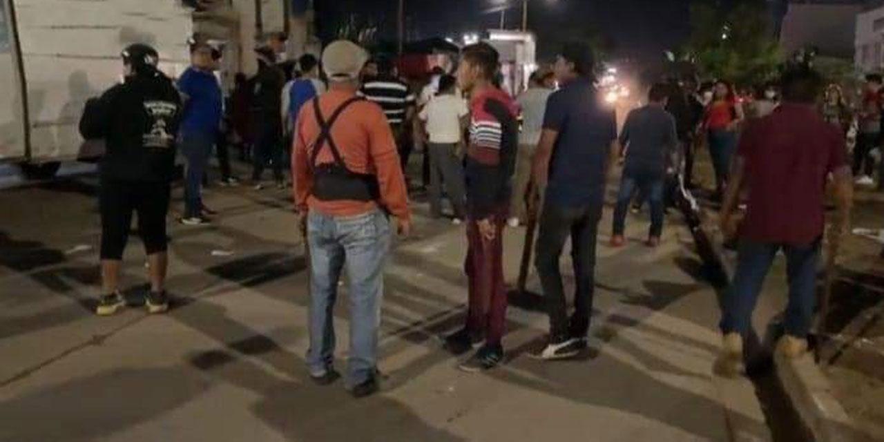Se enfrentan comerciantes con elementos de la policía   El Imparcial de Oaxaca