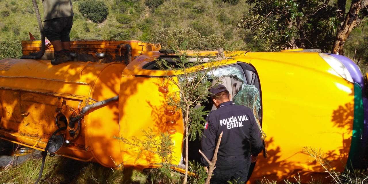 Aparatosa volcadura en Matatlán | El Imparcial de Oaxaca