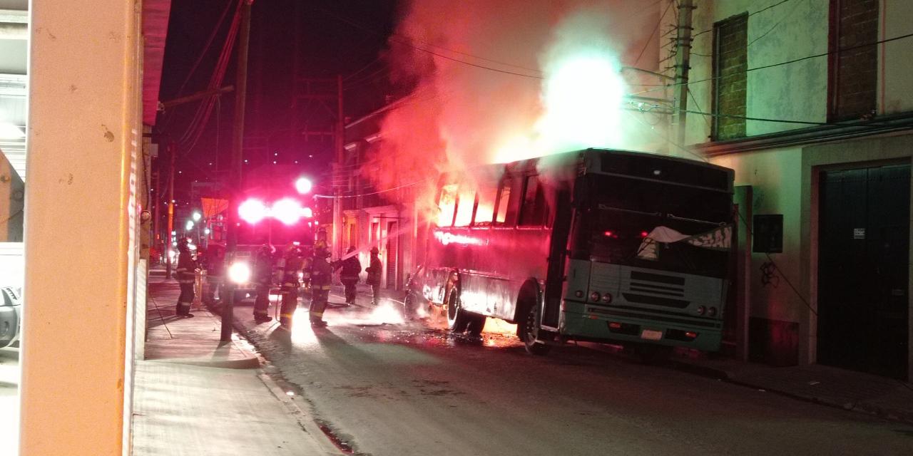 Colisiona contra camión y provoca voraz incendio en Oaxaca | El Imparcial de Oaxaca