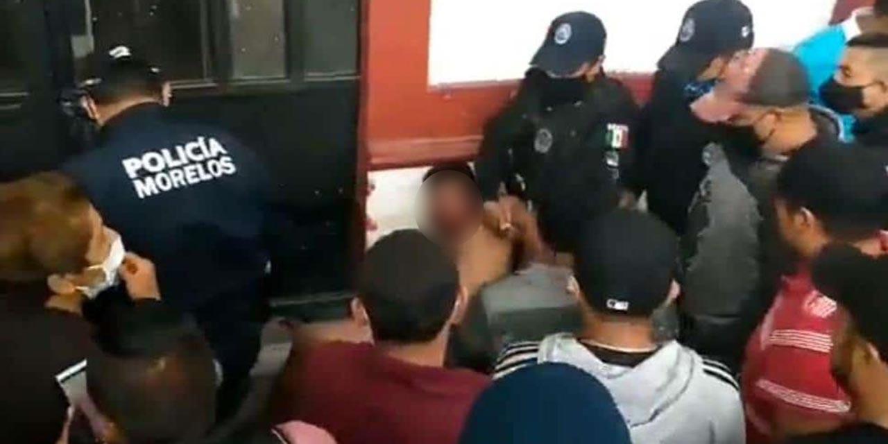 Linchan a dos delincuentes en Huitzilac, Morelos; los queman vivos tras sacarlos de la comisaría   El Imparcial de Oaxaca