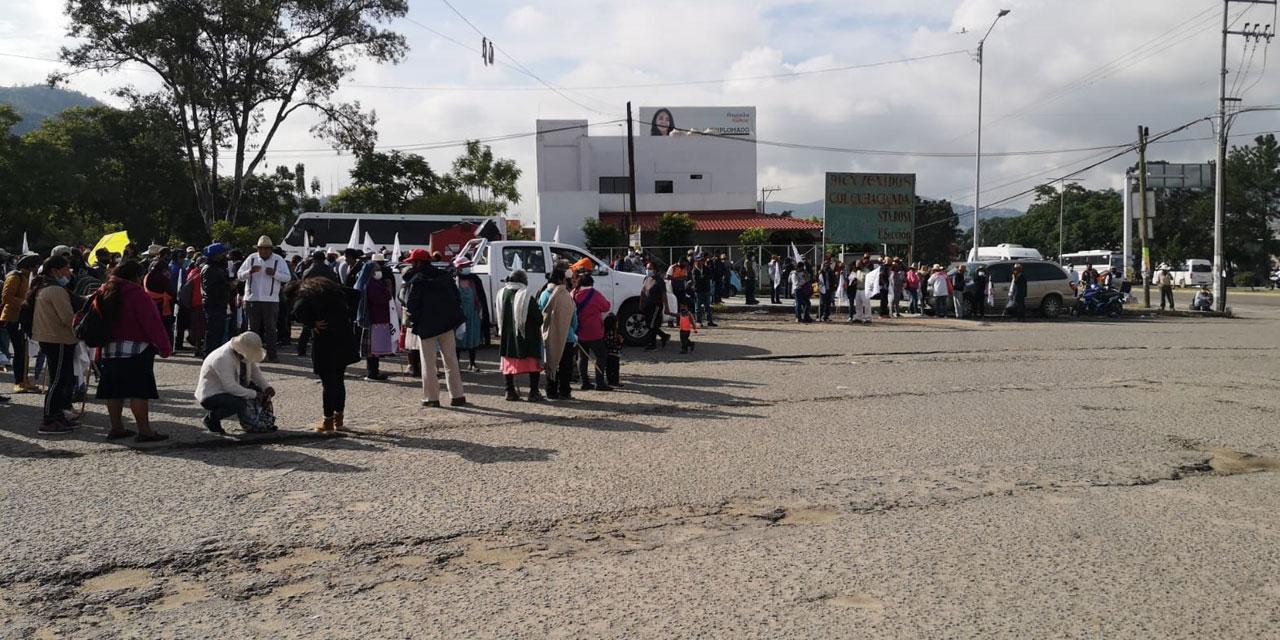 Inicia marcha el mercado de Santa Rosa: Se dirige hacia el Zócalo | El Imparcial de Oaxaca