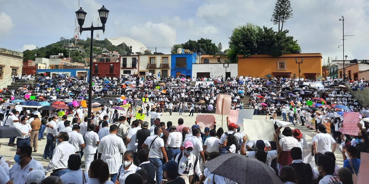 Realiza mitin para exigir un alto al despido de personal de Salud | El Imparcial de Oaxaca