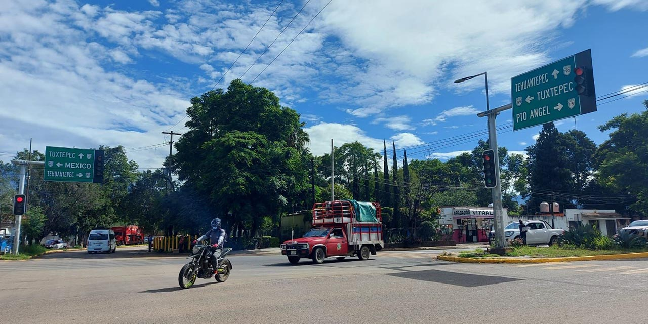 Al fin SCT rehabilita semáforos descompuestos   El Imparcial de Oaxaca