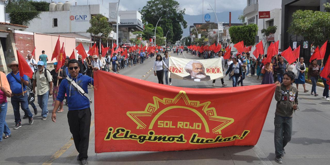 Realizan marcha integrantes de Sol Rojo | El Imparcial de Oaxaca
