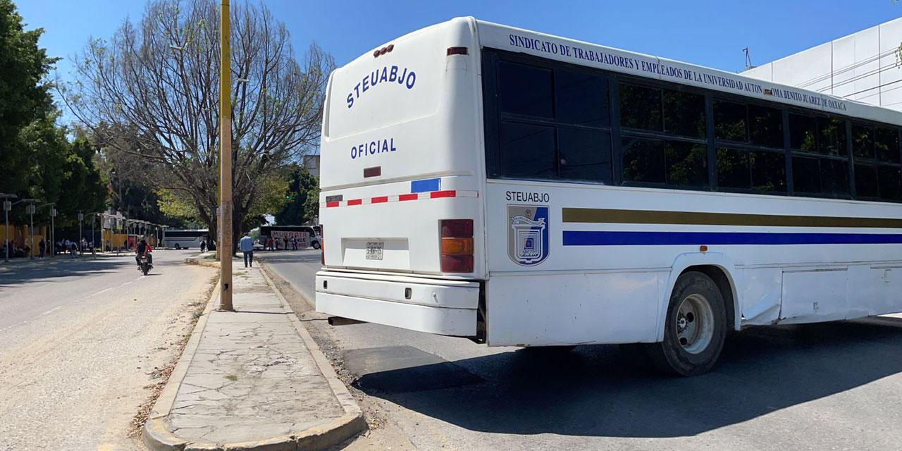 Realiza STEUABJO nuevamente bloqueo por falta de pago | El Imparcial de Oaxaca