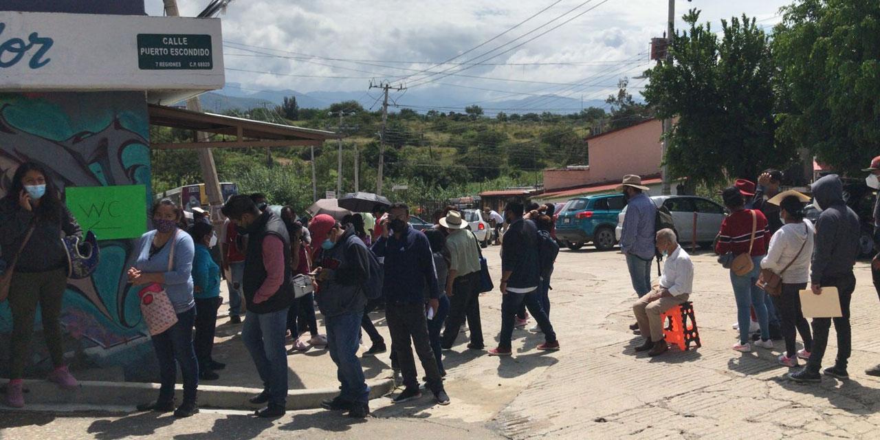 Esperan personas rezagadas la oportunidad de vacunarse contra covid-19 en Ixcotel   El Imparcial de Oaxaca