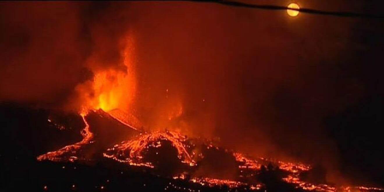 Gases tóxicos liberados por el volcán despiertan temor entre vecinos de La Palma, España | El Imparcial de Oaxaca